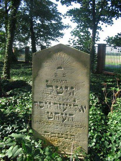 macewa na cmentarzu żydowskim w Wołczynie